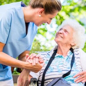 Altenpflegerin und Rentnerin