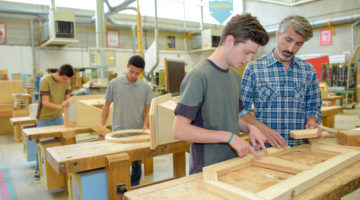 Umschulung zum/zur Holzmechaniker/in - Herstellen von Möbeln und Innenausbauteilen