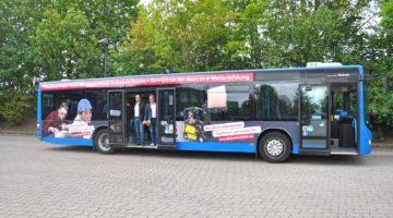 Steffen Bohse und Tilo Krauspe vom VHS-BILDUNGSWERK Roßleben im neuen Bus