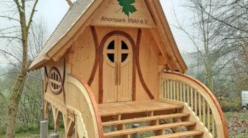 Ende gut-alles gut: Hexenhaus im Ahornpark eingeweiht